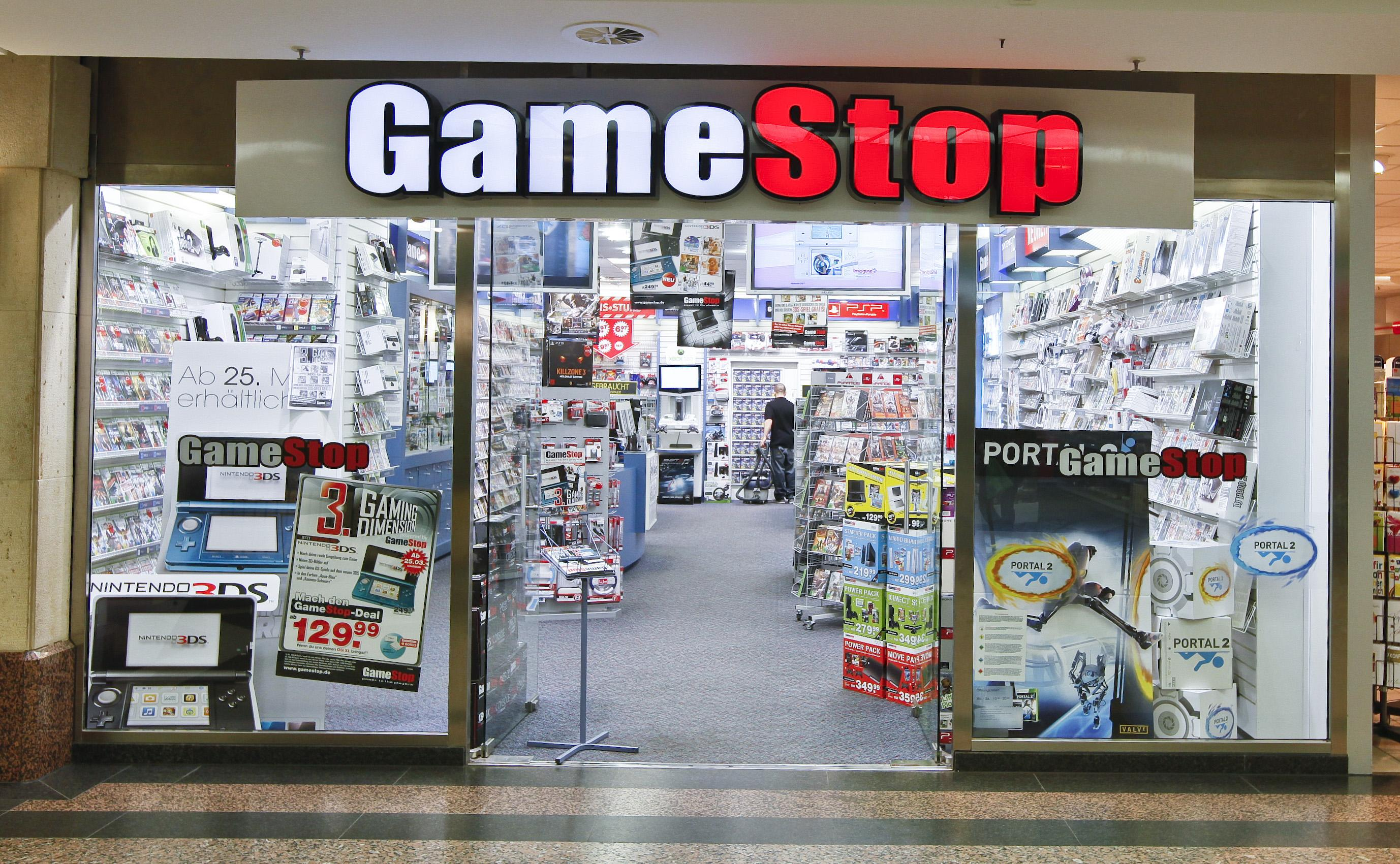 GameStop has strict regular hours of operation. On Monday thru Saturday, GameStop is open from AM until PM.